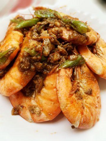 Shrimps in garlic butter sauce