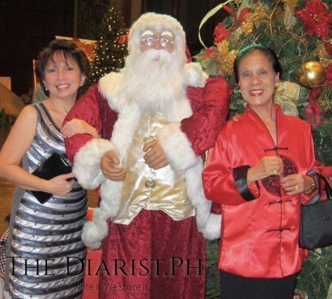 The author (left) and Tita Radaic in Christmas 2011.