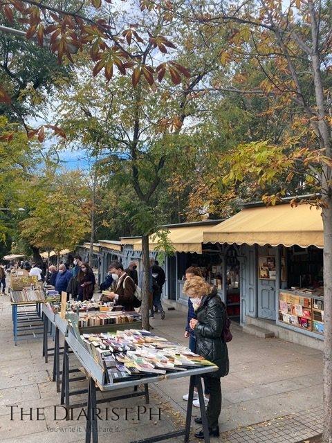Feria de libro — a weekend book fair near my favorite park.