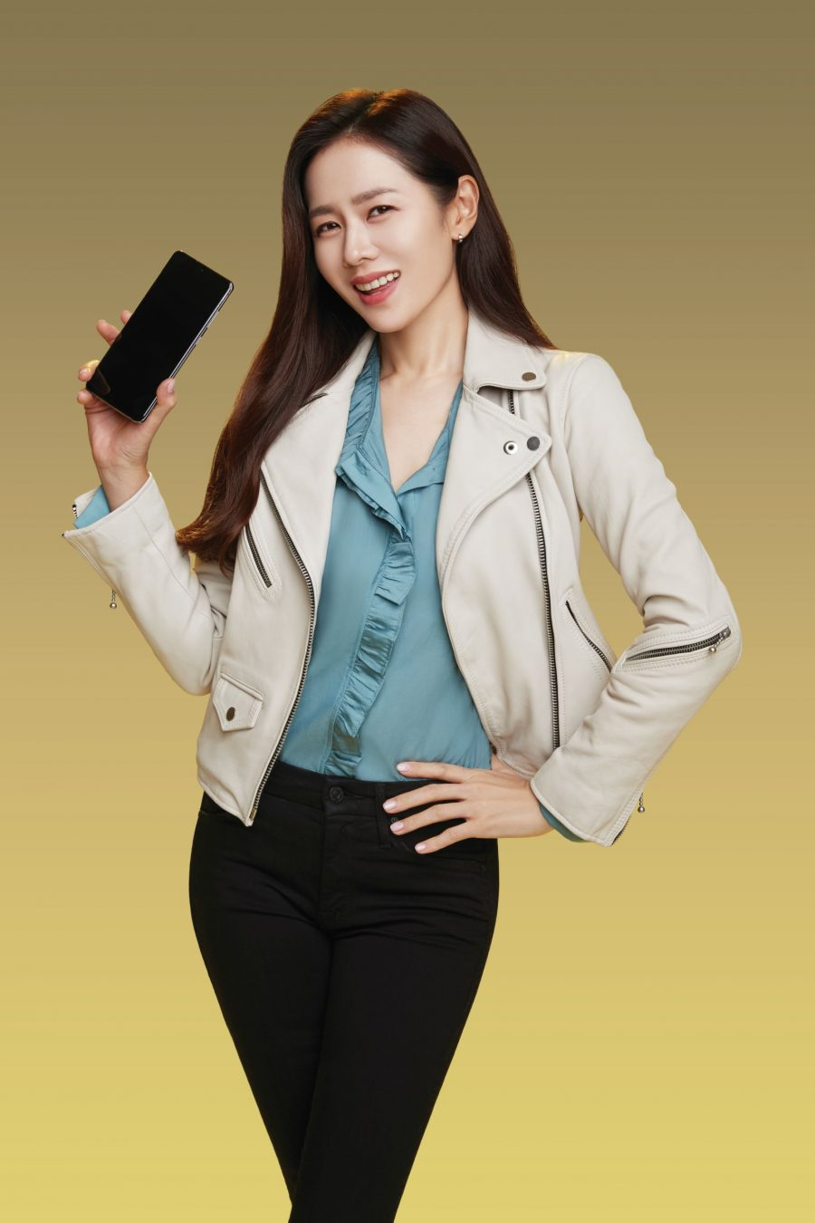 Son Ye-jin is Smart endorser, with Hyun Bin. (Photo from Smart)