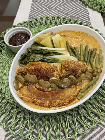 I discovered 'instant' kare-kare <br> with bagnet—my new alternative